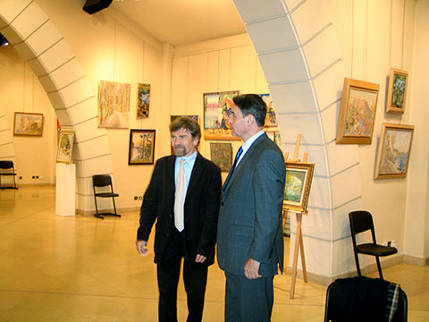 The diplomat Alexander Alexeyevich Avdeyev together with Nikolai Kuzmin at his exhibition in Versailles.